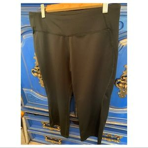 Saucony Black Workout Pants Size Small 3/4 length